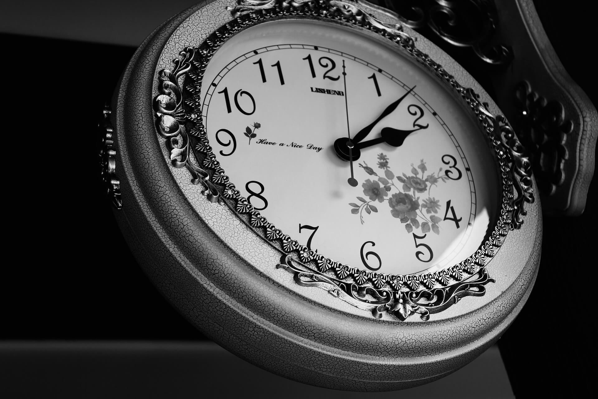 przepisy o stawce godzinowej
